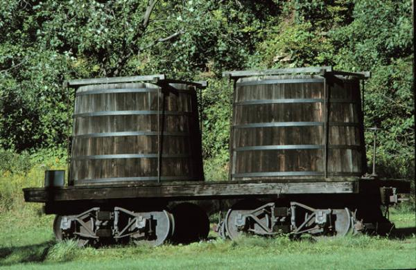 Wooden Rail Cars ~ Tank cars lionel trains page