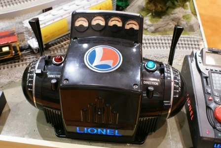 How do you hook up a lionel train transformer